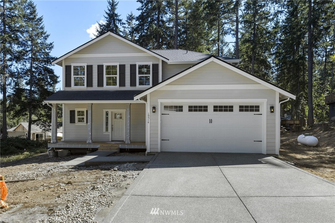 Welcome home! This charming brand NEW Cedarland craftsman is what you've been waiting for... The kitchen, dining area, and living room flow effortlessly for an incredible open concept on the main-level, where everyone can hang out! The master suite offers it's own 5 piece master bath & walk-in closet. 3bedrooms + bonus room, 2 car attached garage & fully fenced yard - this won't last long! Photos are of a similar home - Completion - Late Jan 2021