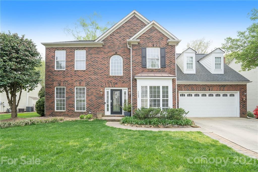 This Huntersville two-story cul-de-sac home offers granite countertops, and a two-car garage.  This home has been virtually staged to illustrate itspotential.
