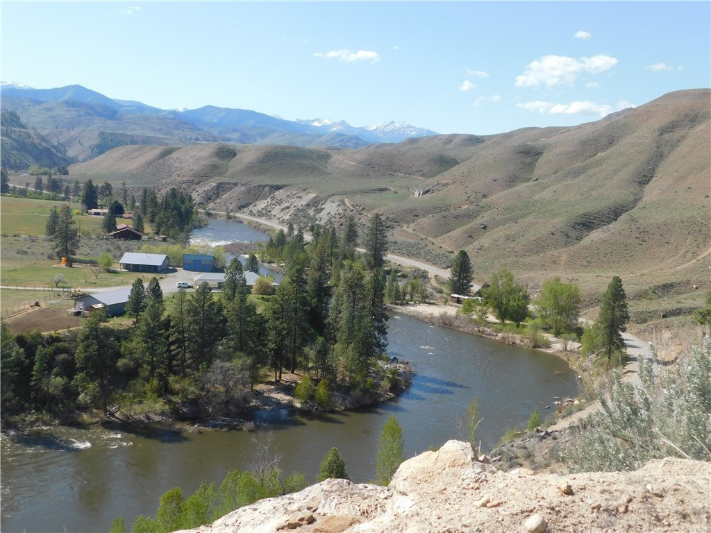 Affordable acreage with stunning Methow river and valley views located in the heart of recreational heaven. Just over 10 acres in gated community of Summer Run Estates. Power and water to property. Close proximity to hunting, fishing, boating and more outdoor activities. Bring your building plans and build your dream getaway or full time residence.