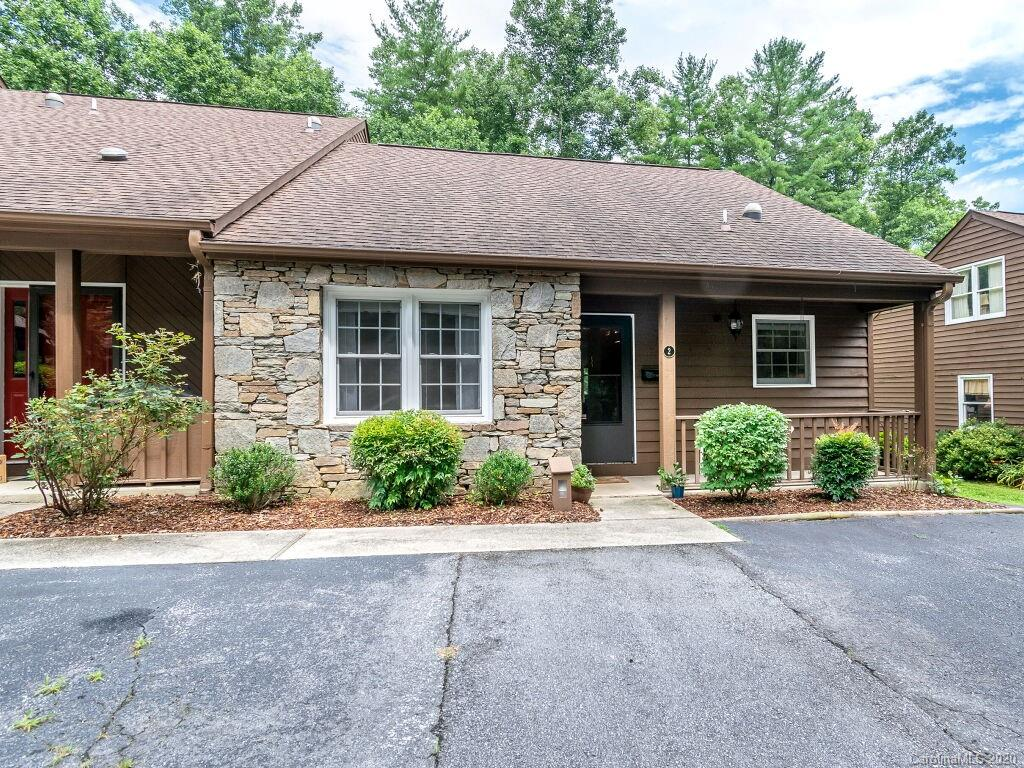 WELL KEPT, END UNIT CONDO WALKING DISTANCE TO ETOWAH VALLEY COUNTRY CLUB! 2 BEDROOM, 2 BATH ON ONE LEVEL!  NEWER FLOORING, UPDATED BATHROOMS, NATURAL LIGHTING. BEAUTIFUL COMMUNITY OFFERING POOL AND GREEN SPACE. FULL TIME OWNER OCCUPANTS ONLY