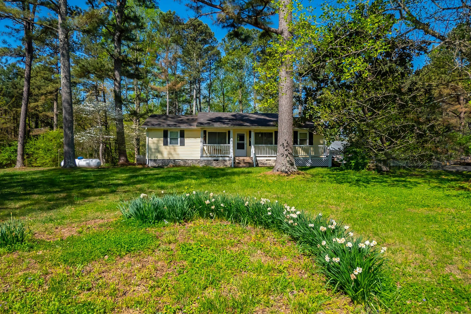 Come see this great little home on 2.53 acres just 3 miles to Leipers Fork.  3 Bedroom 2 Bath home would be a great starter home or for a small family.  The huge fenced yard offers great opportunity for garden, space to romp and enjoy.  Home sold as is.