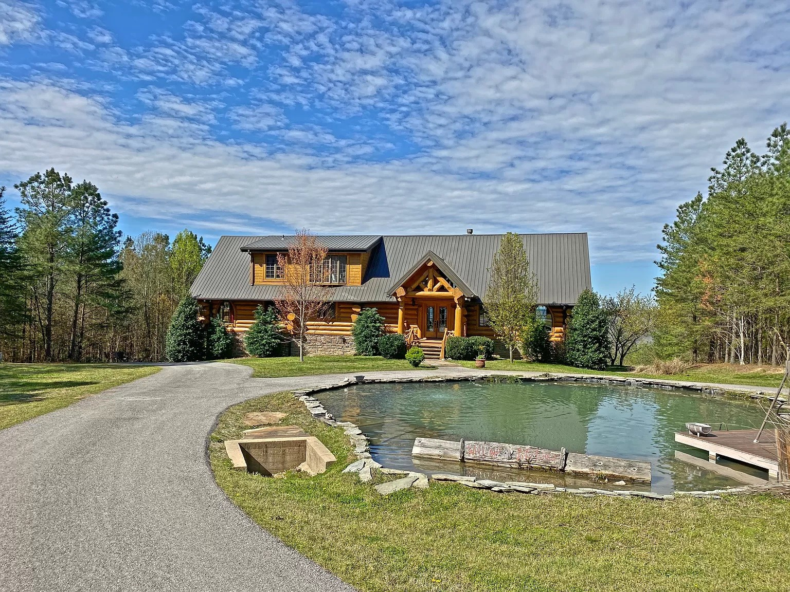 Absolutely stunning cabin home with a view!!  This log cabin offers the privacy of your own home with the magnificent views of your dream vacation home. Potential for great investment. Fall Creek Falls, Cumberland Caverns, and Rock Island State Park within 25 minutes.