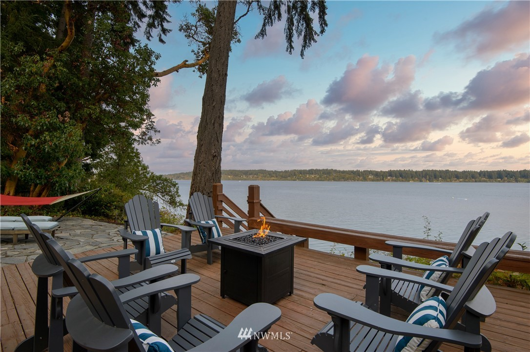 Welcome to the Otter Lodge on the glistening, warm, saltwater shores of Agate Passage. A magical retreat, nestled by old growth trees & brimming w/ wildlife where cares of all kinds have no choice but to melt away!  Expertly designed for gatherings & completely rebuilt in 2018, the home features an open beamed great room & 4 spacious bedrooms, EACH w/ a gorgeous ensuite bath. A darling casita w its own bath, a sprawling fireplace deck at the water's edge...Your very own 5 star getaway resort!