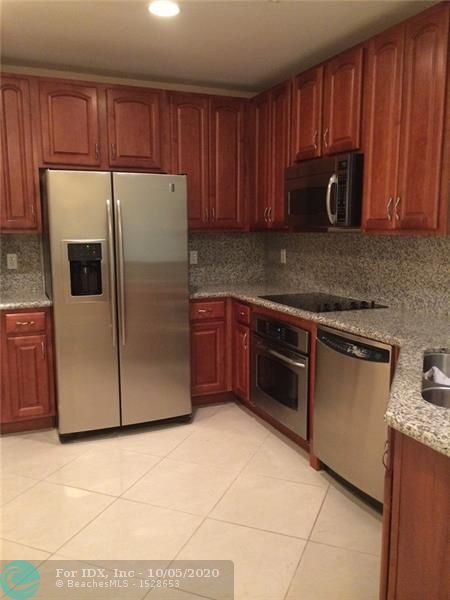 LUXURIOUS RESORT STYLE HOPA COMMUNITY.  LOCATED IN THE EAST BUILDING 2 BED / 2 BATH . LAUNDRY IN UNIT, BALCONY FACES NORTH.  TONS OF UPGRADES INCLUDING STORAGE.  ALL AMENITIES,  CONCIERGE, DINING, SPA/SALON, FITNESS CENTER, LIBRARY, BUSINESS CENTER, POOL, VALET PARKING. WALK TO SUPERMARKET, BANKS, RESTAURANTS, CLEVELAND CLINIC HOSPITAL.
