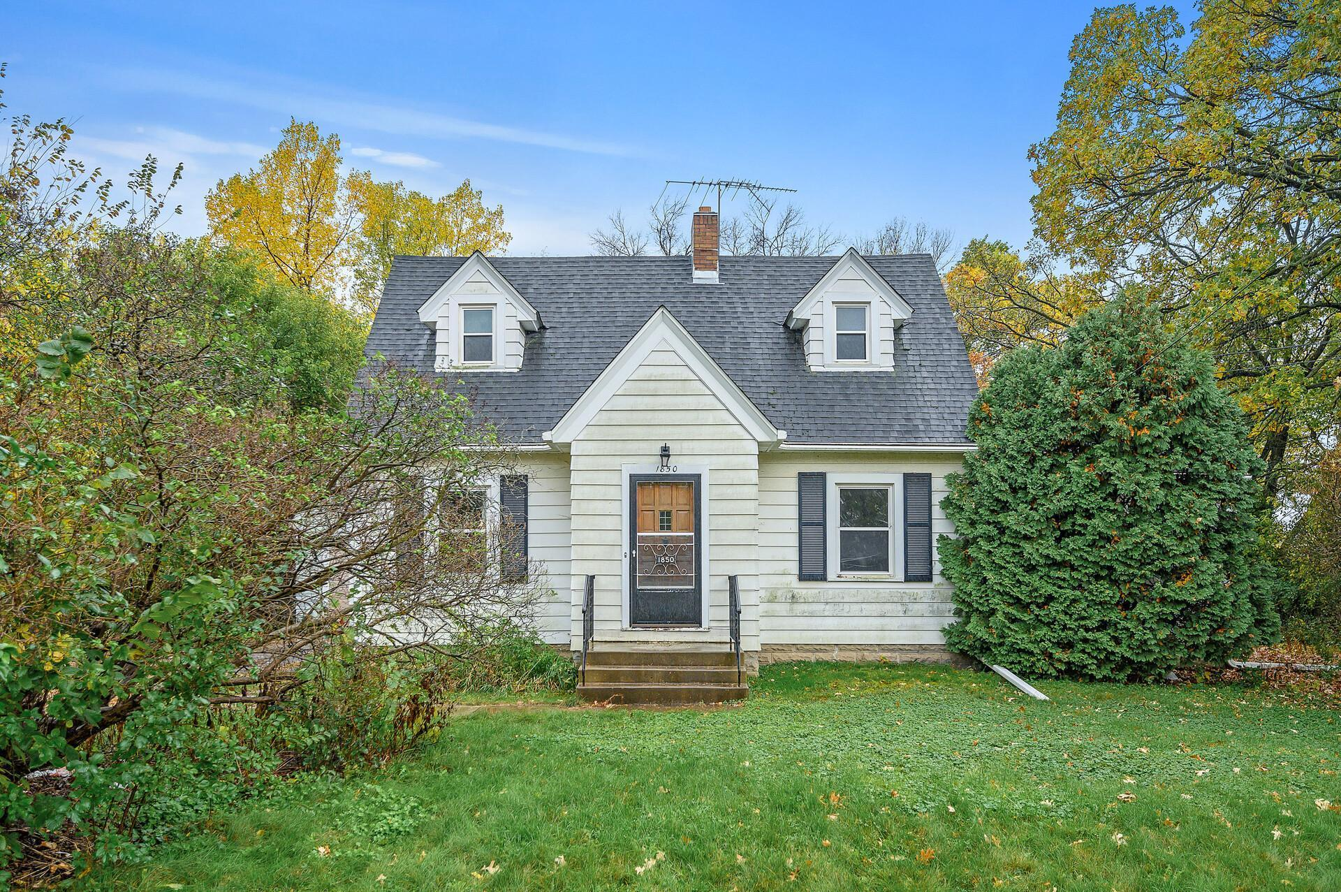 1850 County Road B E, Maplewood, MN 55109