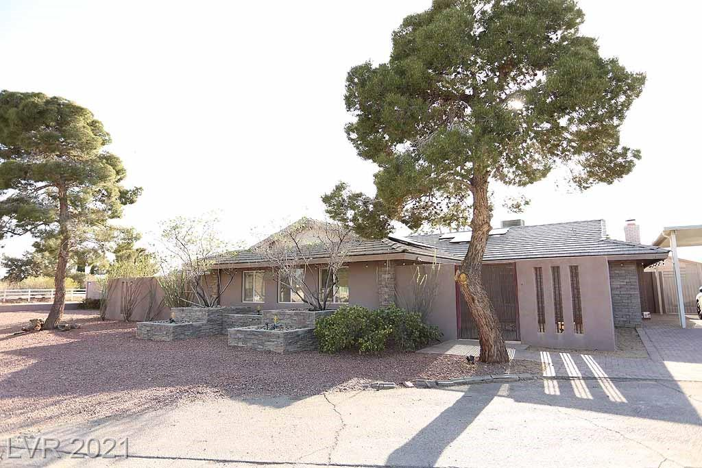 CUSTOM SINGLE STORY HOME ON HALF ACRE!  HOME WAS COMPLETELY REMODELED IN 2006.  INCREDIBLE COURTYARD IN FRONT, PEBBLE TECH POOL IN BACK, RV ACCESS, HUMONGOUS WALK IN CLOSET IN THE MASTER.  PLENTY OF ROOM TO SPREAD OUT.  CHEF'S KITCHEN, SOLAR, HARD WOOD FLOORS, AND THE LIST GOES ON.