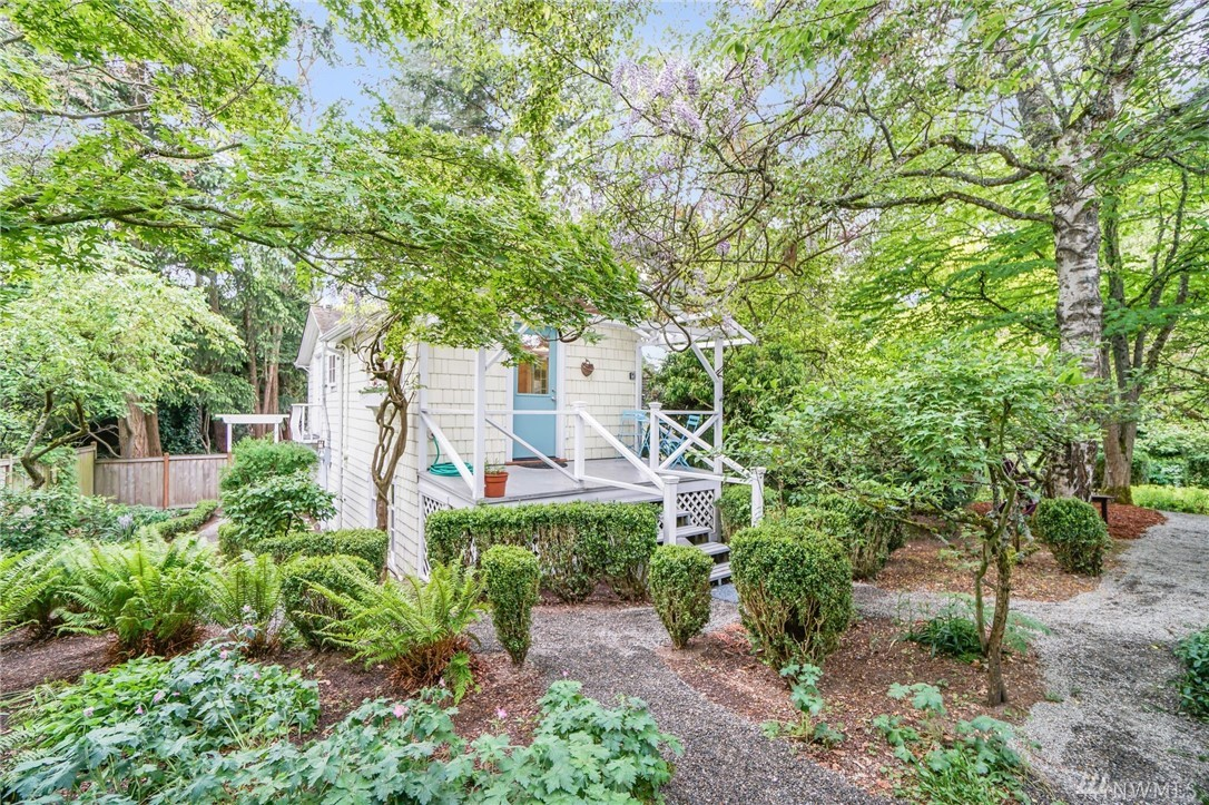 18317 2ND Ave SW, Normandy Park, WA 98166