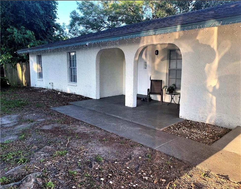 Big corner lot in the beautiful Desoto Lakes. Come and see this 4 bedrooms and 2 bathrooms gem. Close to the I75, The University Town Center and only a few miles away from Siesta Key Beach.