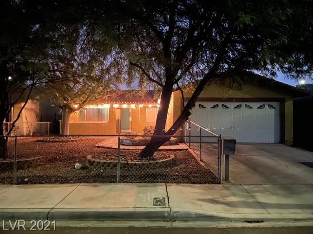Hard to Find single story home with NO HOA, 3 Spacious Bedrooms, 2 Bathrooms, and 2 Car Garage. Kitchen cabinets in great condition, newer appliances, and new water heater. This well taken care of home offers lots of living space in a great neighborhood.