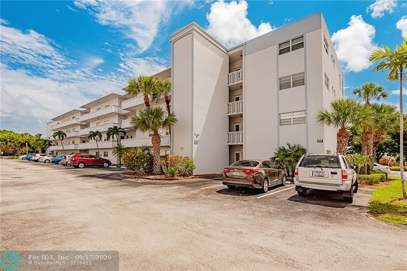 ALL AGES BUILDING, LARGE & NICE 2/2. VIEW ON THE SMALL LAKE AND THE POOLS, CLUB HOUSE ARE JUST ACROSS. THIS REMODLED UNIT IS IN THE PERFECT LOCATION NEAR FLL AIRPORT, DANIA CASINO AND THE NEW FASHION DANIA POINTE, GO AHEAD MAKE IS UNIT YOUR SOUTH FLORIDA HOME