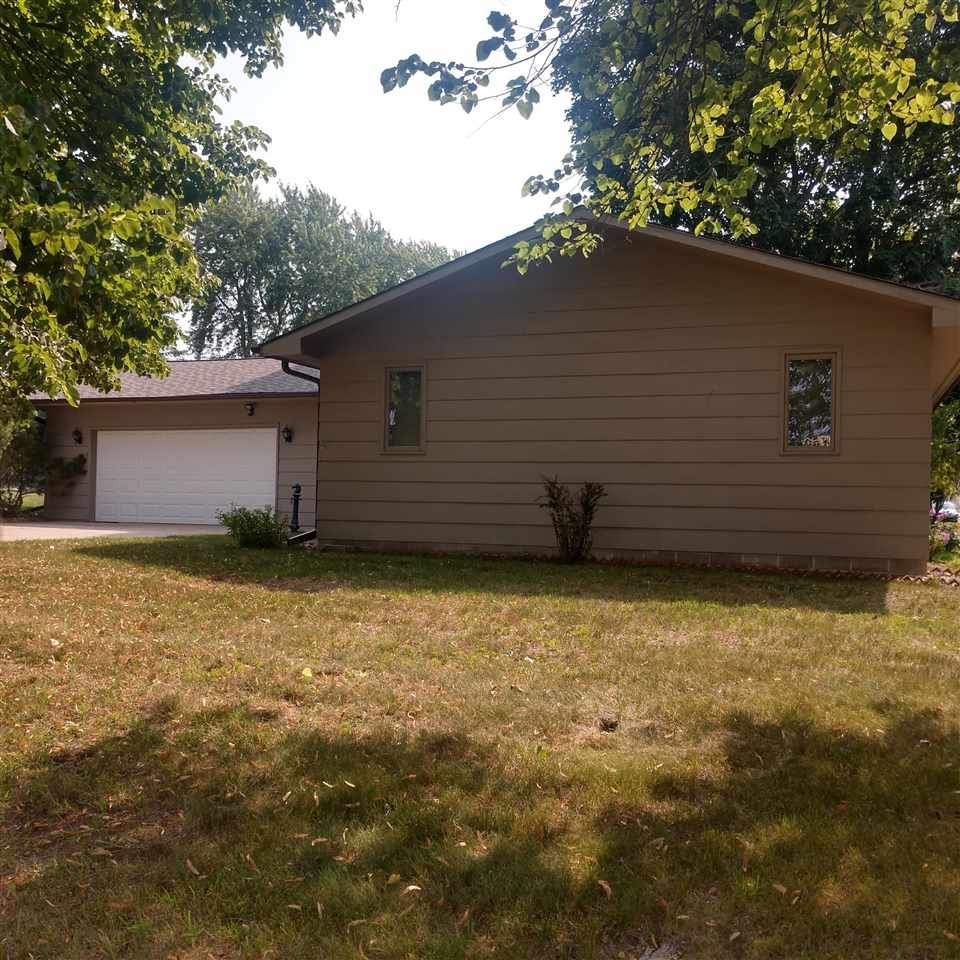 16 N 13Th Street, Estherville, IA 51334