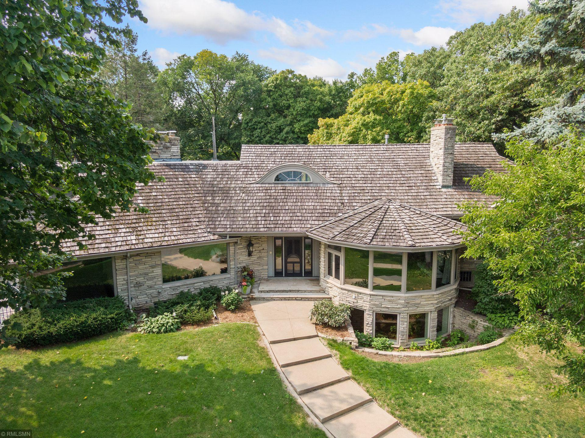 2728 W Lake Of The Isles Parkway