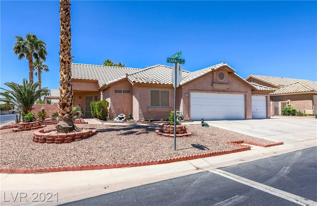 Single story home on 1/3 acre lot, with pool, hot tub, RV/Boat parking, and 3 car garage in a guard gated community!  Open floor plan with high ceilings and tile floors.  Master features sauna, dual vanities and walk in closet.  This home has it all!  Perfect for entertaining.