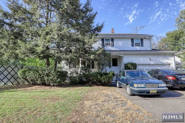 GREAT PRICE!!! VERY LARGE COLONIAL HOME SITUATED ON A DOUBLE SIZE LOT, SUBDIVISION WITH NO VARIANCE MIGHT BE POSSIBLE BUT NOT GUARANTEED! ALL LARGE ROOMS! 4 BEDROOMS, 3.5 BATH, HUGE MASTER BR. FINISHED DRY BASEMENT, CENTRAL AIR, HUGE FANCED YARD. HOME NEEDS SOME UPDATING BUT IN GENERAL GREAT SHAPE! PRICED WELL BELLOW MARKET VALUE FOR HOME THAT SIZE!!!