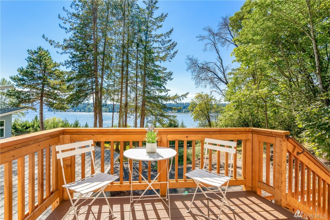 Lake Sammamish view property!  This 2019 move-in ready, 1000 sq ft home, w/ 2 bedrooms and 1.75 baths & wonderful Lake Sammamish views from the main living area, master bedroom, the yard, & front porch,  is simply delightful! Imagine working from home in this lovely location! The shared driveway has parking for guests as well as an over-sized single car garage.  Ceilings are vaulted throughout this custom manufactured home on a concrete foundation. Walk to Sammamish Landing on the trail!