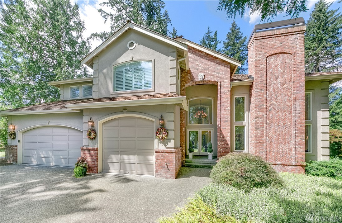 For those seeking nature's respite in a gated community backed by 300' of private waterfront & towering evergreens, this Redmond retreat offers the best of both worlds just mins from DT Redmond, Microsoft & Lake WA schools. Gracious light-filled interiors exude timeless elegance w/ soaring ceilings, custom millwork, hickory hardwoods & idyllic woodland & water views. Savor morning strolls along the lake, spot wildlife from the deck & embrace year-round tranquility. A/C, bonus rm & 3-car garage.