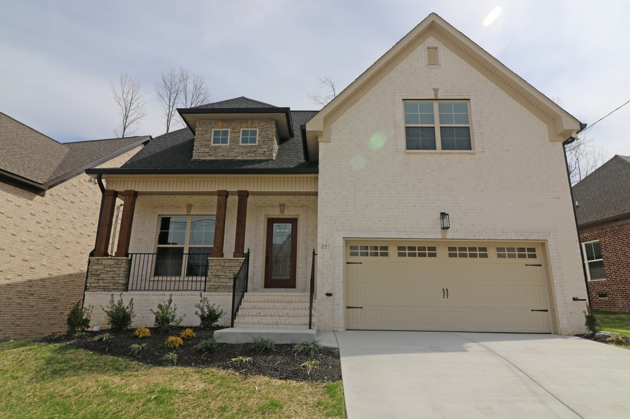 2,029 Sq.Ft. 3 Bdrms - 2.5 Baths - Owner's Suite on Main level, Hardwood flooring in greatroom, kitchen, dining room. Kitchen with stainless appliances, granite counter tops, tiled back splash.