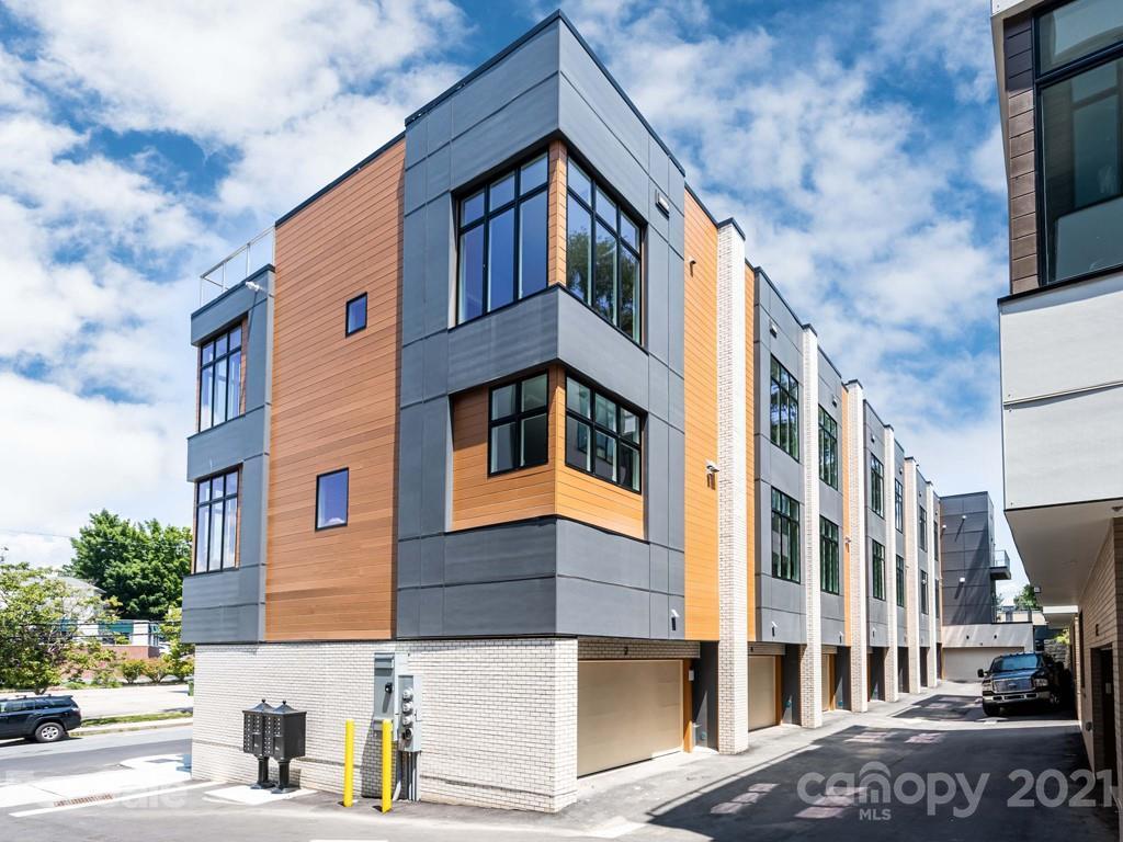 2 Bauhaus Court, Asheville, NC 28801