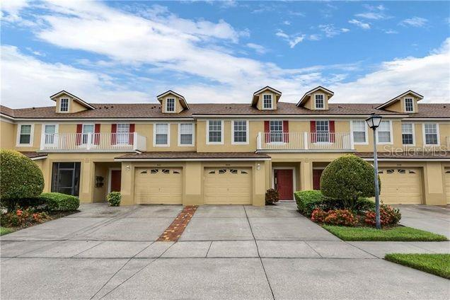 LOCATION, LOCATION, LOCATION!!! BEAUTIFUL 3 BEDROOM, 2 1/2 BATHROOM TOWNHOME IN GATED COMMUNITY, CENTRALLY LOCATED TO MAJOR THEME PARKS, SHOPPING MALLS, HOSPITALS, HIGHWAYS AND MUCH MORE.