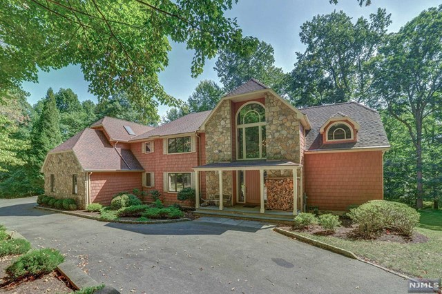 80 Bridle Path Lane, Mahwah, NJ 07430