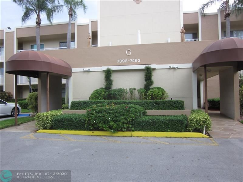 ORIGINAL OWNER HAS MAINTAINED THIS CONDO IN EXCELLENT CONDITION. ALL TILED, NEW WATER HEATER, NEWER AC, NEW REFRIGERATOR.LOVELY EASTERN VIEW FROM BUILDER'S FLORIDA ROOM. CUSTOM MIRRORS IN LIVING ROOM.HURRICANE SHUTTERS ON FRONT WINDOWS.CLUBHOUSE DEED HAS BEEN PAID IN FULL FOR LOWER MAINTENANCE. CABLE AND INTERNET INCLUDED IN MAINTAINANCE. TRANSFERABLE SERVICE CONTRACT ON ALL APPLIANCES AND AC AND WATERHEATER. NEIGHBORHOOD POOL AND SHUFFLEBOARD WALKING DISTANCE FROM CONDO.ALL KINGS POINT AMENITIES INCLUDING TRANSPORTATION, CLUBS, CLASSES,DANCES,ARTS AND CRAFTS.  ALWAYS SOMETHING TO DO AND SOMEONE TO DO IT WITH.SMALL DOG IN CONDO. DOESN'T BITE JUST BARKS A LOT.