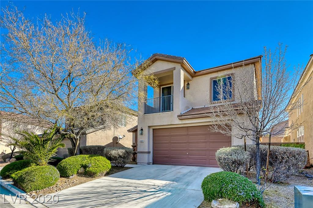 RARE FIND! 4 Bdrm home w/  3 fabulous features! (1) huge downstairs Mastr Bdrm,w/ laminate floors, Walk in closet, sep. shower/tub