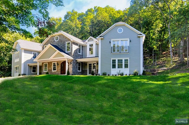 1 Tanbark Trail, Saddle River, NJ 07458