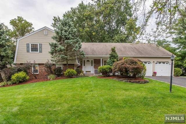 52 Oxbow Place, Wayne, NJ 07470