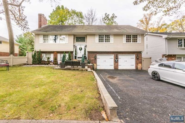 82 Blauvelt Avenue, Bergenfield, NJ 07621