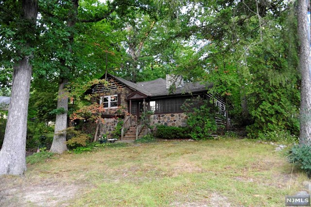 193 Pines Lake Drive, Wayne, NJ 07470