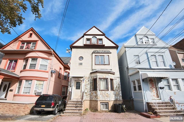 208 Ege Avenue, Jersey City, NJ 07304