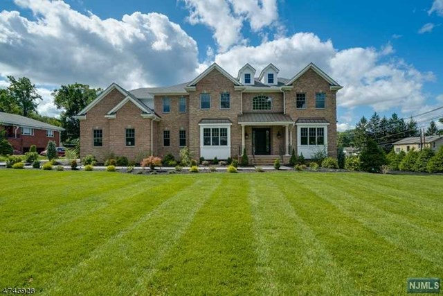2 Allen Road, North Caldwell, NJ 07006
