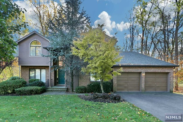 2 Lakeview Drive, Westwood, NJ 07675