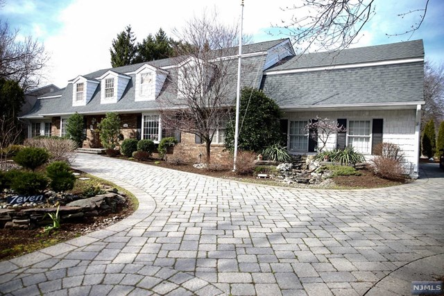 7 Clarkson Court, Paramus, NJ 07652