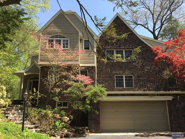 744 Pines Lake Drive, Wayne, NJ 07470