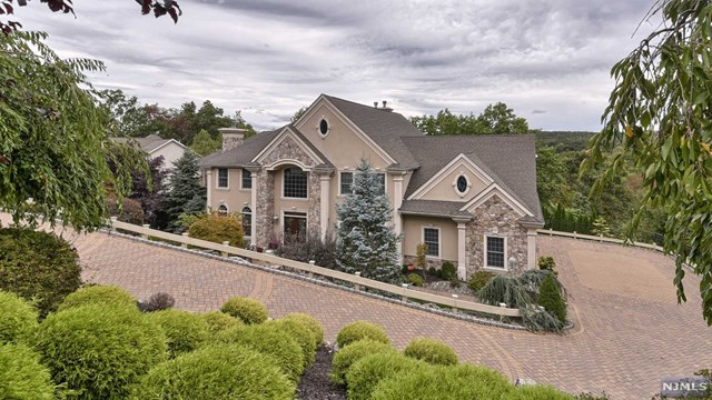 32 Vista Trail, Wayne, NJ 07470