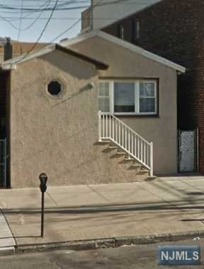 1094 Avenue C, Bayonne, NJ 07002