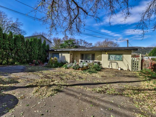 4381 YELLOWHEAD HIGHWAY, Kamloops, 4 bed, 1 bath, at $375,000