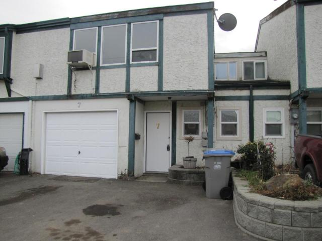 600 CAMBRIDGE CRES, Kamloops, 3 bed, 2 bath, at $264,900