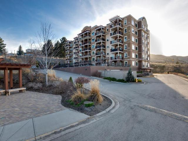 975 VICTORIA STREET W, Kamloops, 2 bed, 2 bath, at $419,900
