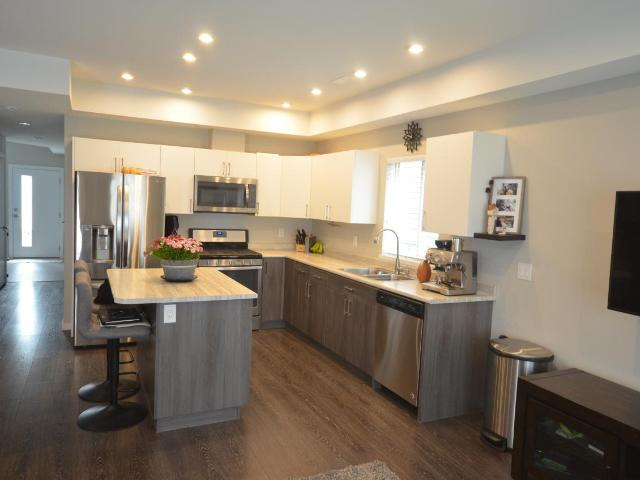 1850 HUGH ALLAN DRIVE, Kamloops, 2 bed, 3 bath, at $419,900