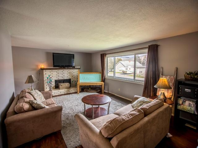 2087 SUNNYCREST AVE, Kamloops, 4 bed, 2 bath, at $439,900