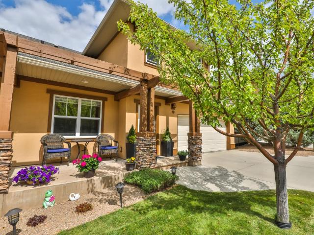1055 ABERDEEN DRIVE, Kamloops, 3 bed, 3 bath, at $469,900