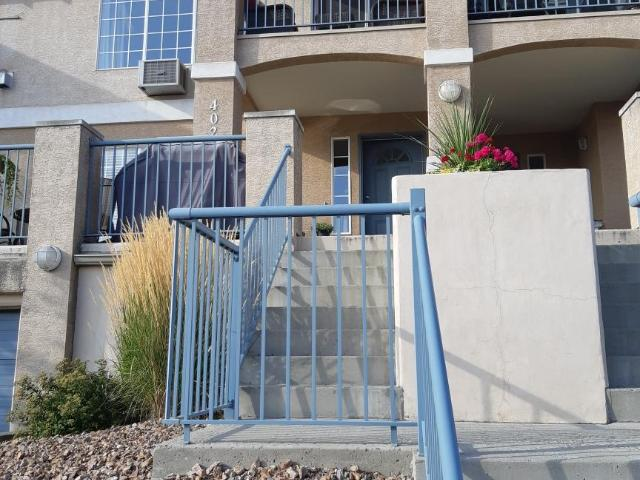 875 SAHALI TERRACE, Kamloops, 1 bed, 1 bath, at $299,000