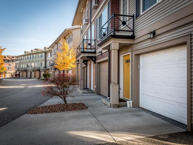 1970 BRAEVIEW PLACE, Kamloops, 2 bed, 2 bath, at $319,900