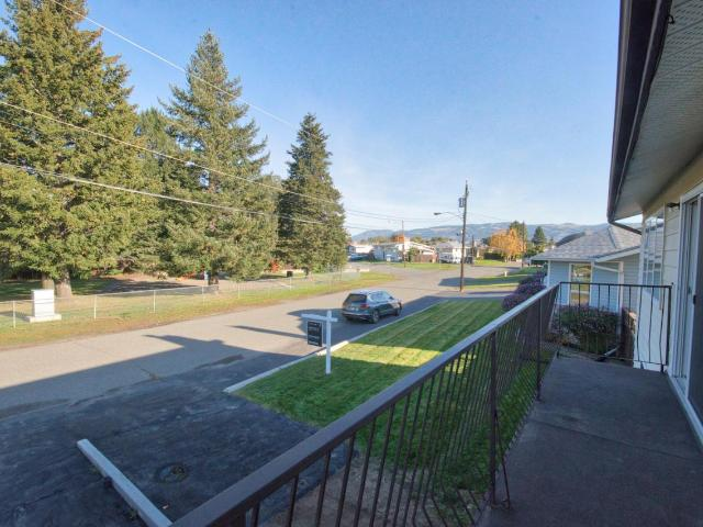 1117 BELMONT CRES, Kamloops, 4 bed, 3 bath, at $449,000