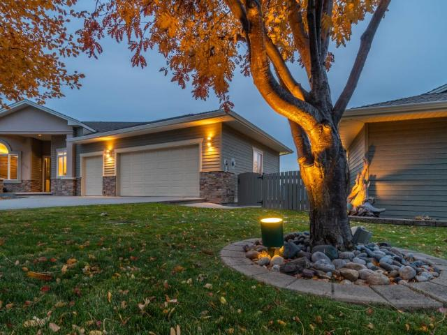 318 MARIPOSA CRT, Kamloops, 4 bed, 3 bath, at $894,900