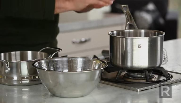 La technique du bain marie à la casserole
