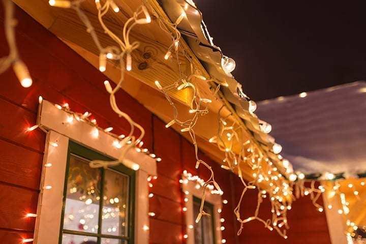 Hang christmas lights05