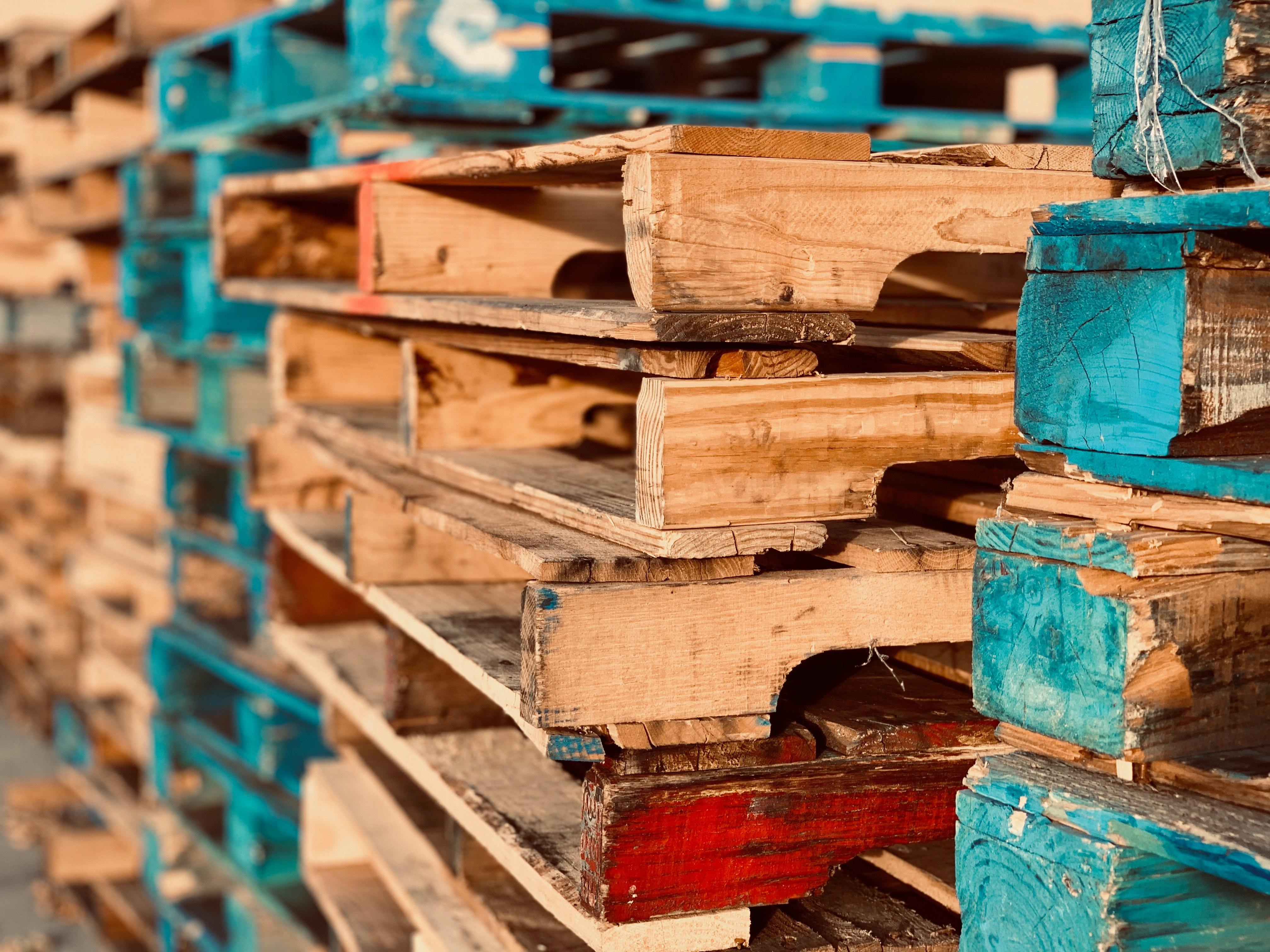 Wooden pallets 1684989
